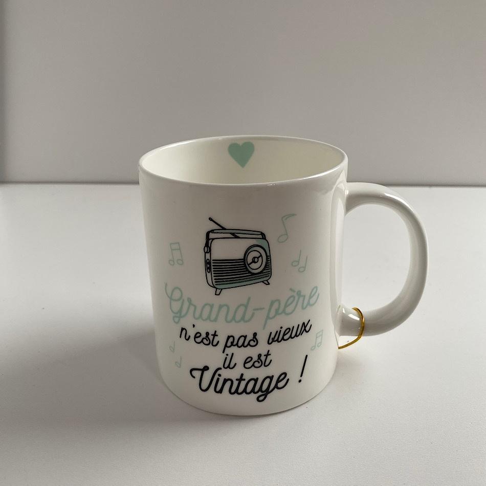 """Mug """"Grand-père n'est pas vieux il est Vintage"""""""
